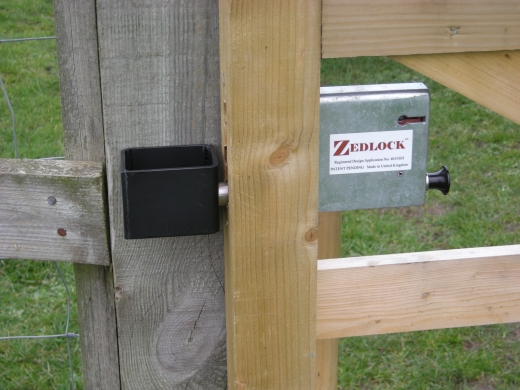 zedlock-timber-gate-post-assembly